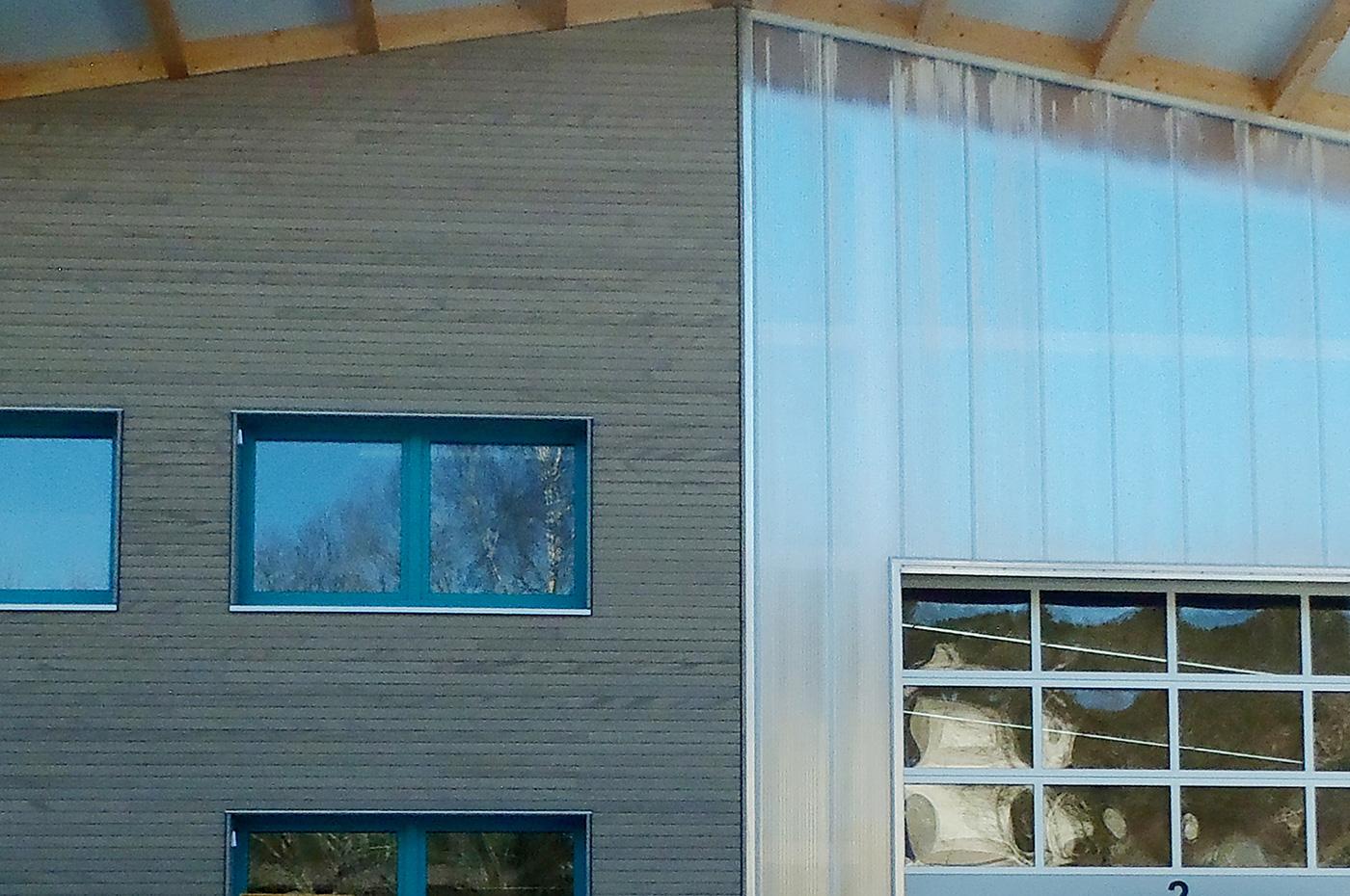 Fassade-Hallenbau-Spiegelhalter-Zumkeller-Holz-Todtmoos